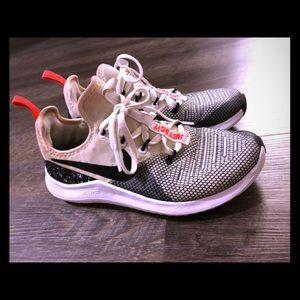 Nike Women's Free Tr 8 Running Shoes